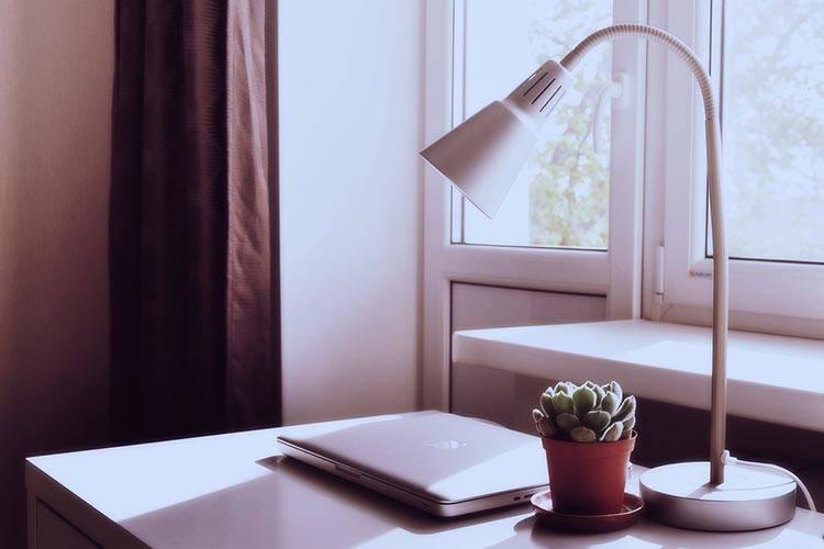 Çalışma masası masa lambası aydınlatma